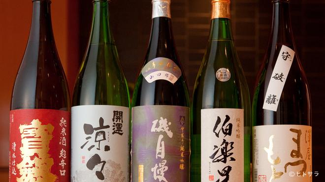 すし 晴海 - ドリンク写真:寿司を引き立ててくれる日本酒は、通好みのラインナップ