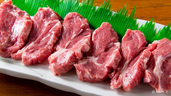 生ラムジンギスカン なんまん - 料理写真:北海道から直送される、生後12か月以内の子羊の肩ロースを使用