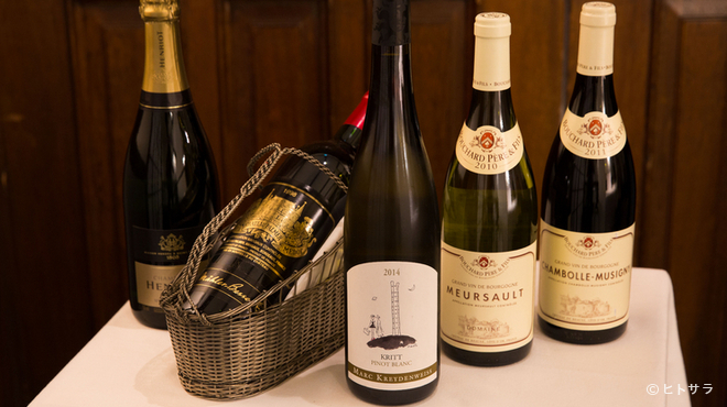 マノワール・ディノ - ドリンク写真:クラシカルなフレンチに寄り添う、約250種のワイン