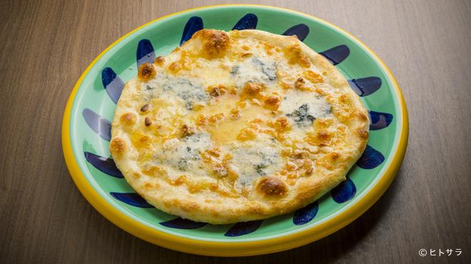 パラディッソ - 料理写真:大人の味わいでクセになる『ゴルゴンゾーラのピッツァ はちみつがけ』