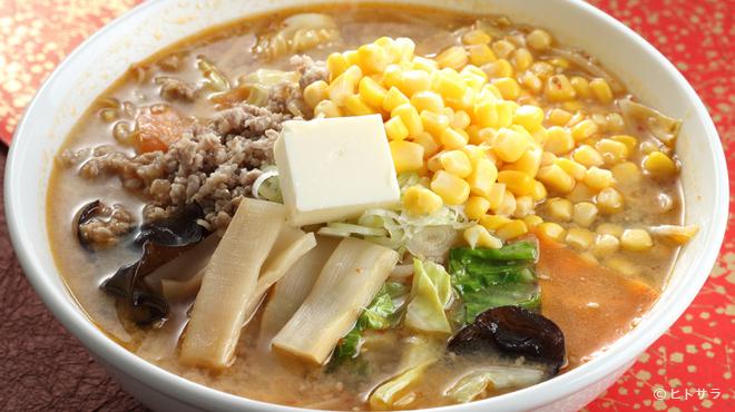 仙華園 - 料理写真:こだわり味噌を使った具だくさんの一杯『たかた味噌バターコーンラーメン』