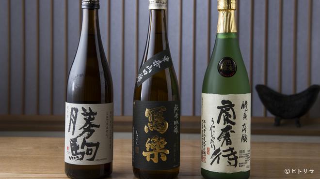 虎白 - ドリンク写真:料理との相乗効果で味わいを増す銘酒をセレクト
