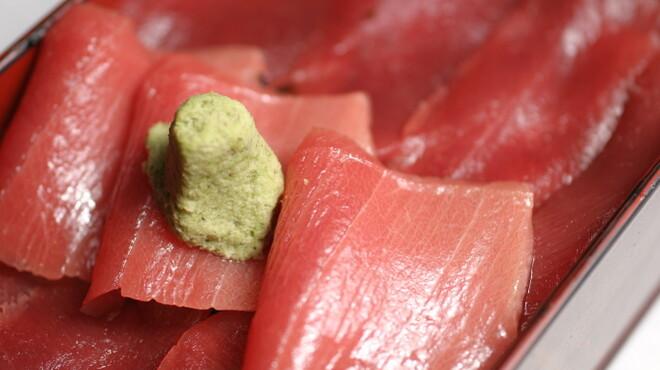 六本木 福鮨 - 料理写真:ランチでご好評頂いております鉄火丼。鮪の美味しさをご堪能頂けます。
