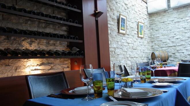 ル・プティ・ブドン - 内観写真:5名様以上は四角いテーブルとなります。