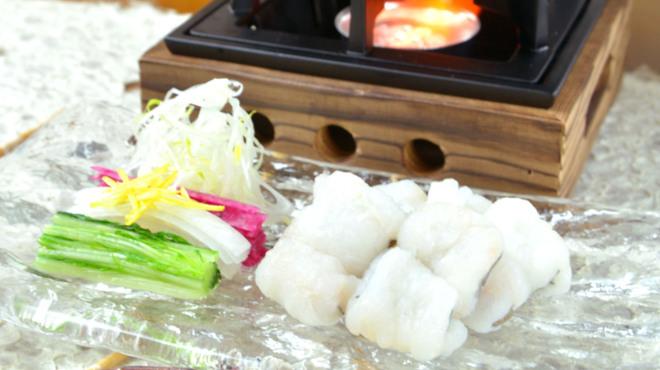 神楽坂 久露葉亭 - 料理写真:さっぱり味わう夏の「鱧しゃぶ」