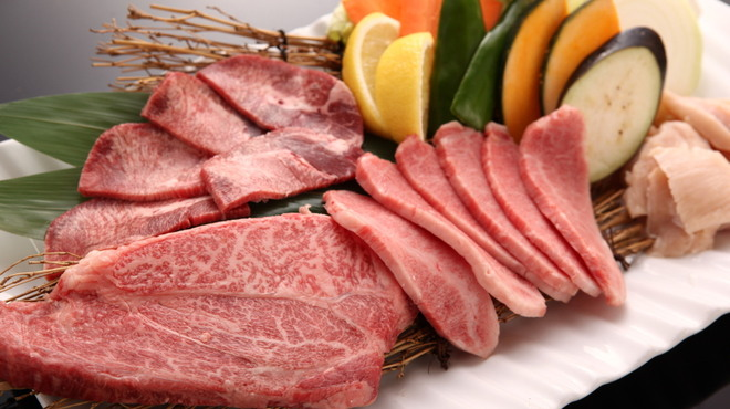 竹林 - ドリンク写真:上質なお肉とビールで