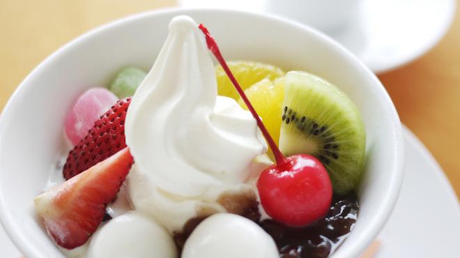 RIZ CAFE - 料理写真:フルーツソフトクリームあんみつ&お茶セット