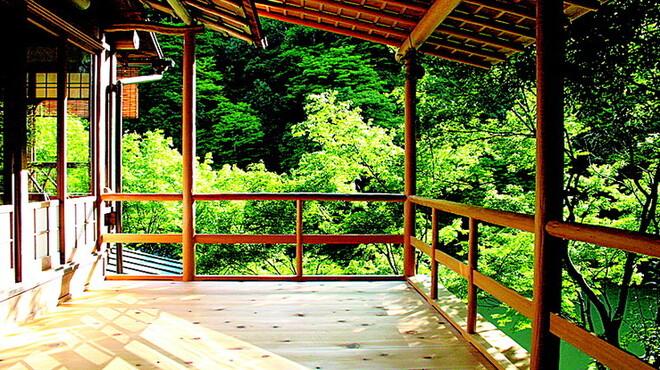 松籟庵 - 内観写真:屋敷の中にいながらにして、四季折々の自然の移ろいを感じていただけます。
