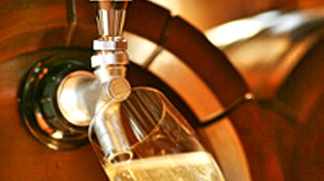 倉吉 秘密の美ワイン&美食 大人の癒し系ワインバル El Agua Azul - ドリンク写真:樽生スパークリングワイン