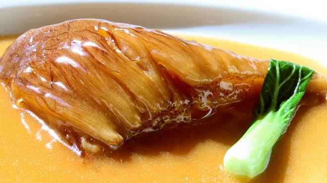 天厨菜館 - 料理写真:肉厚のフカヒレ姿煮