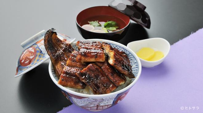 はなみずき - 料理写真:三河産活うなぎをたっぷり丸ごと一匹使用!『うな丼』