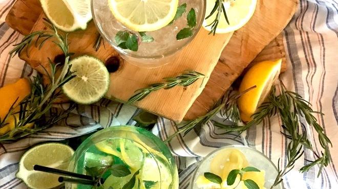 ル コンテ - ドリンク写真:フレッシュなレモンから作る自家製リモナード