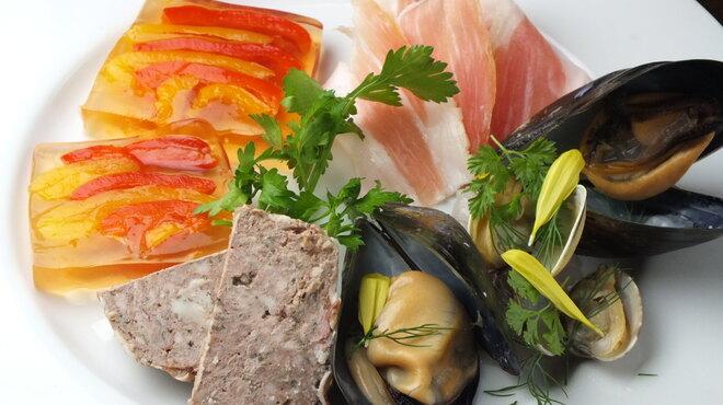 La Bitta - 料理写真:前菜盛り合わせ(パルマ産生ハム、パプリカのテリーヌ、田舎風パテ、ムール貝のヴァプォーレ)