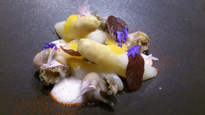 タストゥー - 料理写真:ホワイトアスパラとつぶ貝、生カラスミ