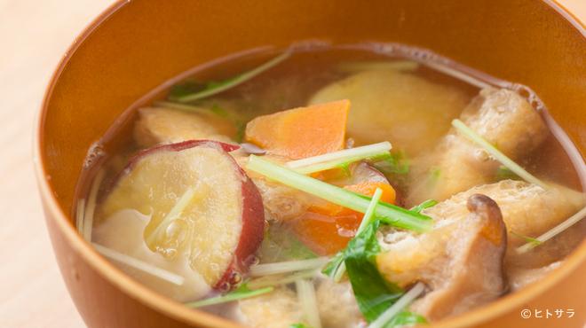 つばめ屋 - 料理写真:具だくさんのお味噌汁(ランチ用)