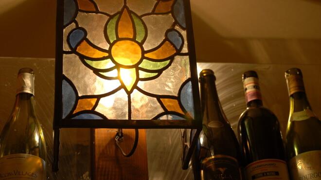 エノテカ・アルキミスタ - 内観写真:落ち着いた雰囲気の中でワインと美味しいお料理を!
