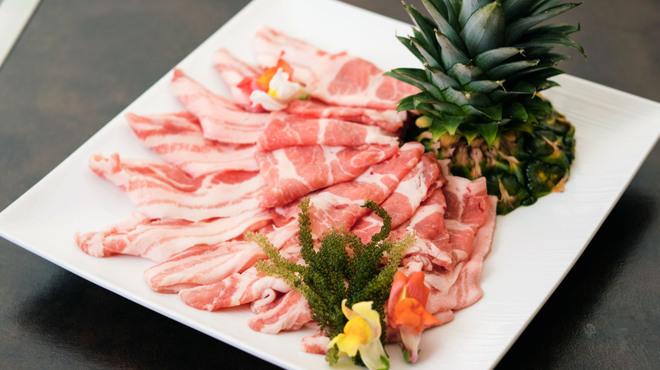 琉球ぱいなっぷるポークしゃぶしゃぶ ゆんたく×白金肉 PLATINUM MEAT 朋 - メイン写真: