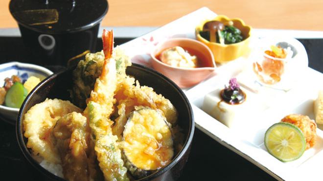 つつじの茶屋 - 料理写真:行楽御膳(海老と野菜の天丼)