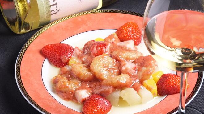 台湾中華 東明飯店 - 料理写真:小海老のいちごクリームソース和え