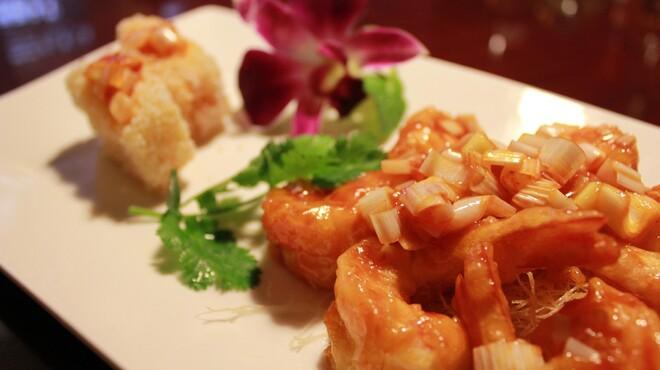 明賢荘 - 料理写真:ぷりぷり海老のチリソース炒め