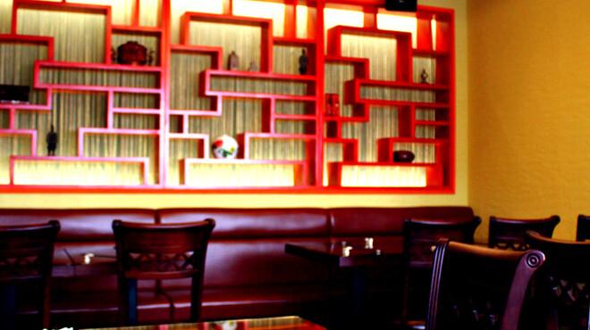 明賢荘 - 内観写真:1階を見上げれば、素敵な彫刻