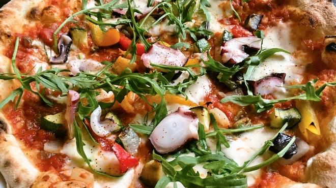 ウォールストリート - 料理写真:真だこのレモンマリネと夏野菜のサルサピッツァ