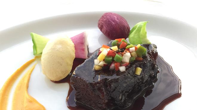 タテル ヨシノ ビズ  - 料理写真:スペシャリテ「牛ホホ肉の赤ワイン煮」