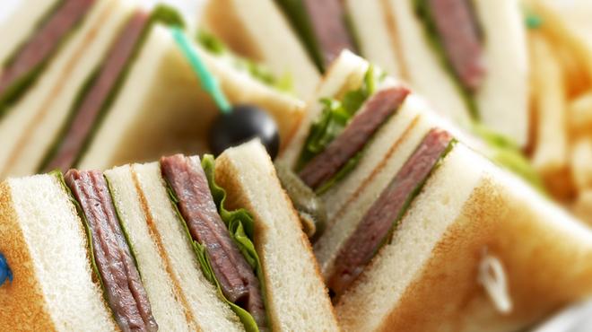 ステラガーデン - 料理写真:ステラガーデンの逸品 黒毛和牛のローストビーフ サンドウィッチ