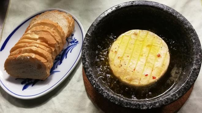 ガッロネロ - 料理写真:カマンベールのアヒージョ