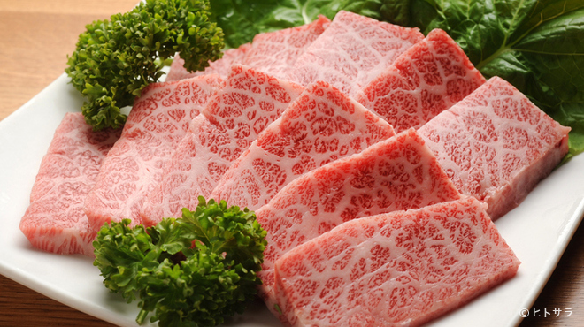 炭火焼肉 王 - 料理写真:やわらかくて甘味のある、脂が多すぎない『木下牧場の近江牛』