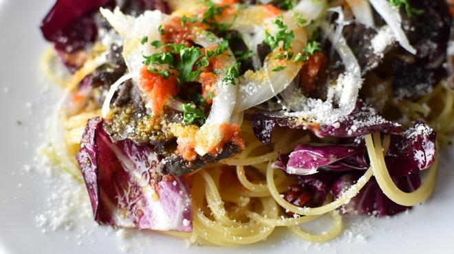 ブルックリンパーラー - 料理写真:自家製ビーフジャーキーとトレトレビス、ドライトマトのペペロンチーノ