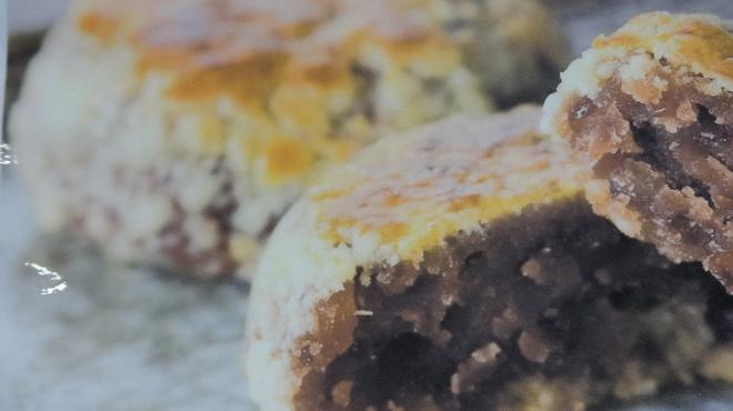 イワテテトテト - 料理写真:自慢のあんが美味!『ぶすのこぶ』職人が一昼夜かけ練り上げた自慢の餡と、ふんわりさくさくの皮が美味!みっちり詰まった餡は食べごたえ十分。 あん・ごま各2個入¥584