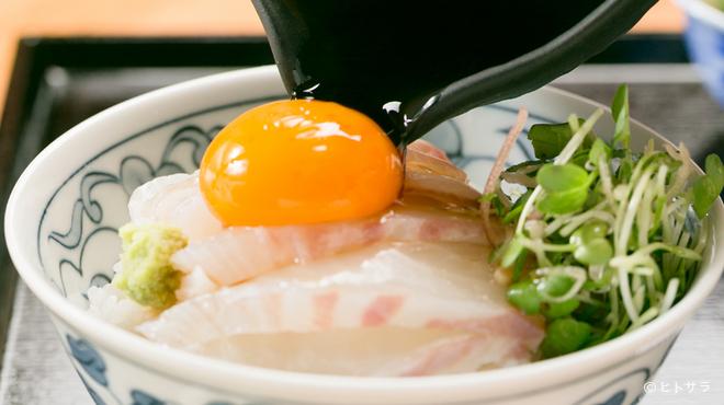 分油屋 - 料理写真:愛媛近海で獲れた新鮮な地魚を堪能できる『南予の鯛飯定食』