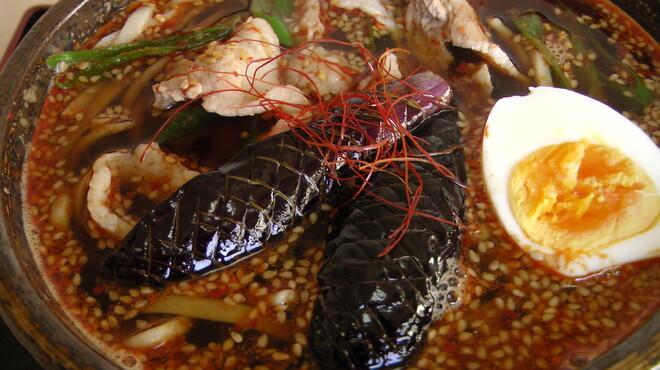 たちばな - 料理写真:韓国唐辛子や生姜、すりごまなどを使った自家製ヤンニョムジャンは、程良い辛さがくせになる