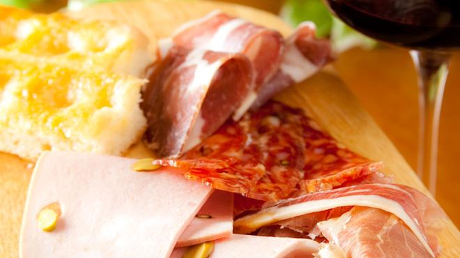 フィレンツェ三丁目 - 料理写真:イタリア各州のサラミ