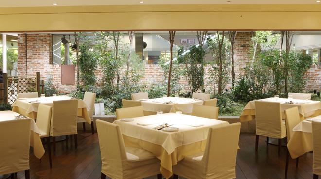 フレンチレストラン にき亭 - 内観写真:落ち着いた雰囲気の店内