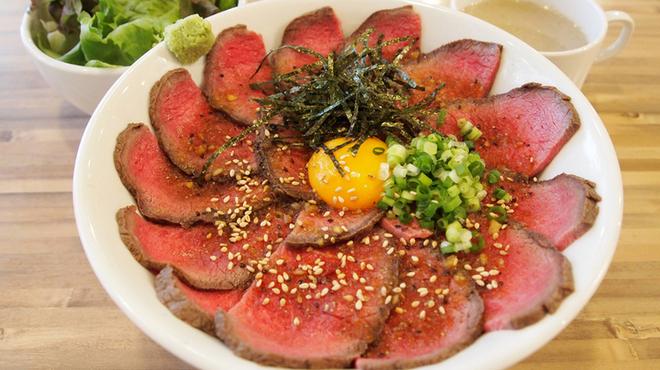 焼肉ここから - 料理写真:ローストビーフ丼