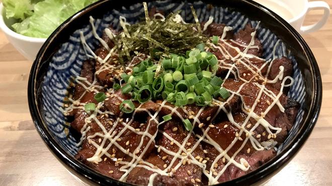 焼肉ここから - 料理写真:炙りハラミレア丼