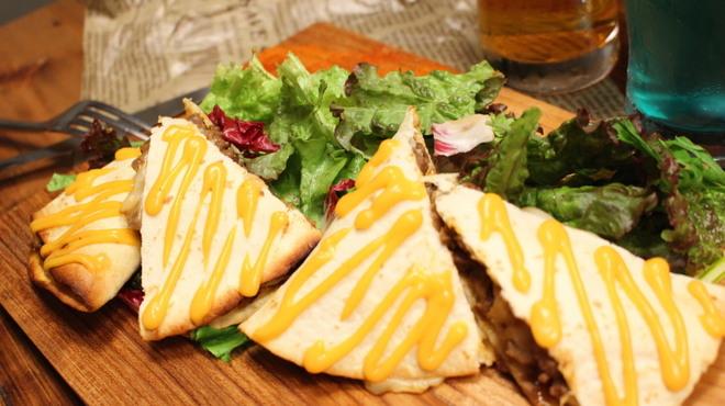 Mile Post Cafe - 料理写真:【差し込みFOOD】メキシカンビーフとチェダーチーズのケサディーヤ