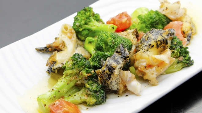 キタバル - 料理写真:【8月のSPECIAL MENU】 道内より つぶとブロッコリーのガーリック炒め 730円