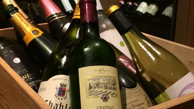 炭火・焼鳥 鶫 - ドリンク写真:おすすめワインはリーズナブルなものからこだわりの一本までご用意してます