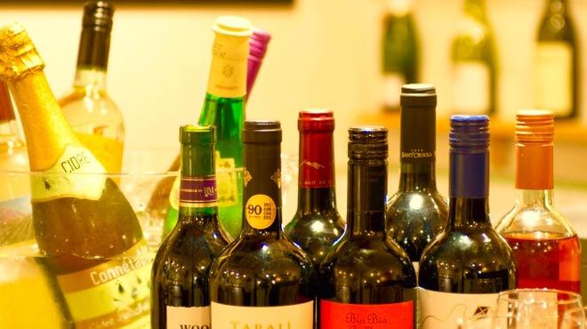 ビストリア - ドリンク写真:世界各国のワインがお手頃価格でご用意しております