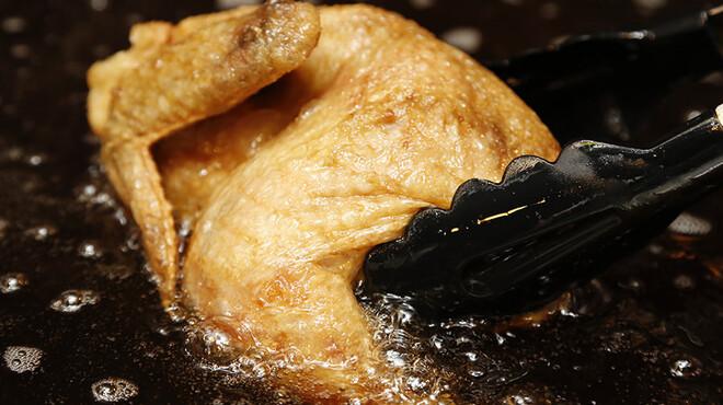 素揚げ酒場 パリパリ - 料理写真:名物の「大山鶏パリパリ半身揚げ」