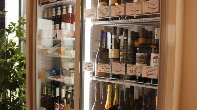 あかまる牛肉店 - ドリンク写真:ワインは現在70種類以上。1本1000円から、コスパワイン増殖中です。