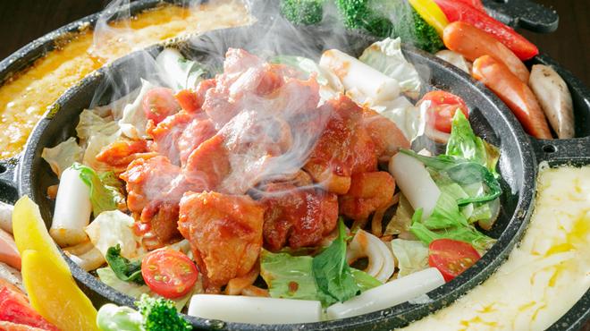 夜景個室×肉バル×チーズタッカルビ 菜菜 - メイン写真: