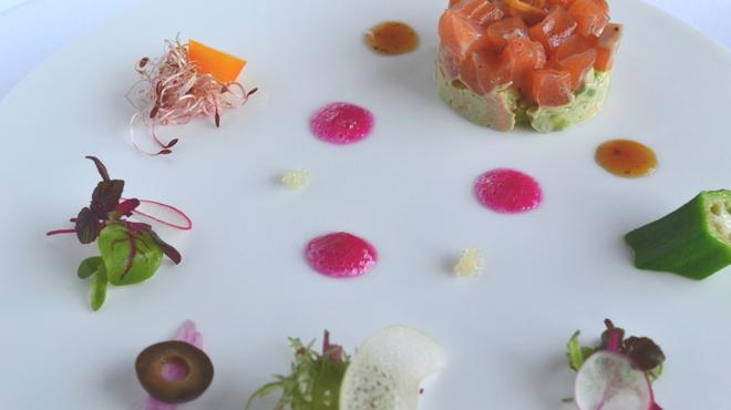 貴匠桜 - 料理写真:タスマニアサーモンのマリネ アボガドと紅ズワイガニのサラダ