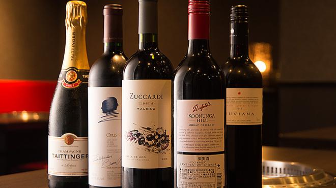牛國 - 料理写真:ハウスワインからプレミアムワインまで各種取り揃えております。その時の気分で。