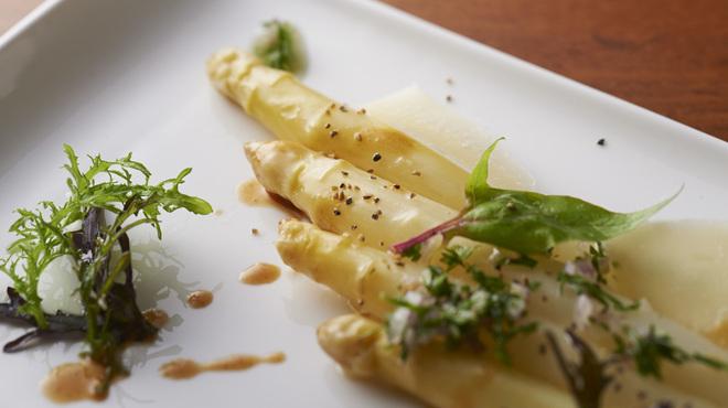 レネ - 料理写真:季節のフランス直送野菜もあります。(季節のメニュー)