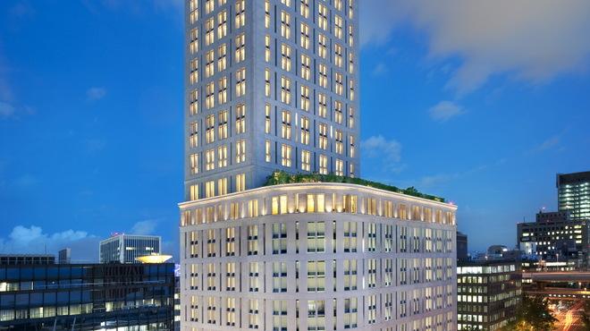 フレンチビストロ ル ドール - 外観写真:本町と御堂筋にそびえ立つ、セントレジスホテル大阪