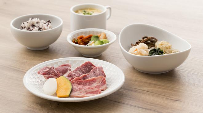 美食焼肉 葉菜 produced by TORAJI - 料理写真:おすすめミックスランチ